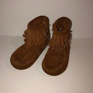 Kids Minnetonka Suede Leather Moccasin Boots sz 5